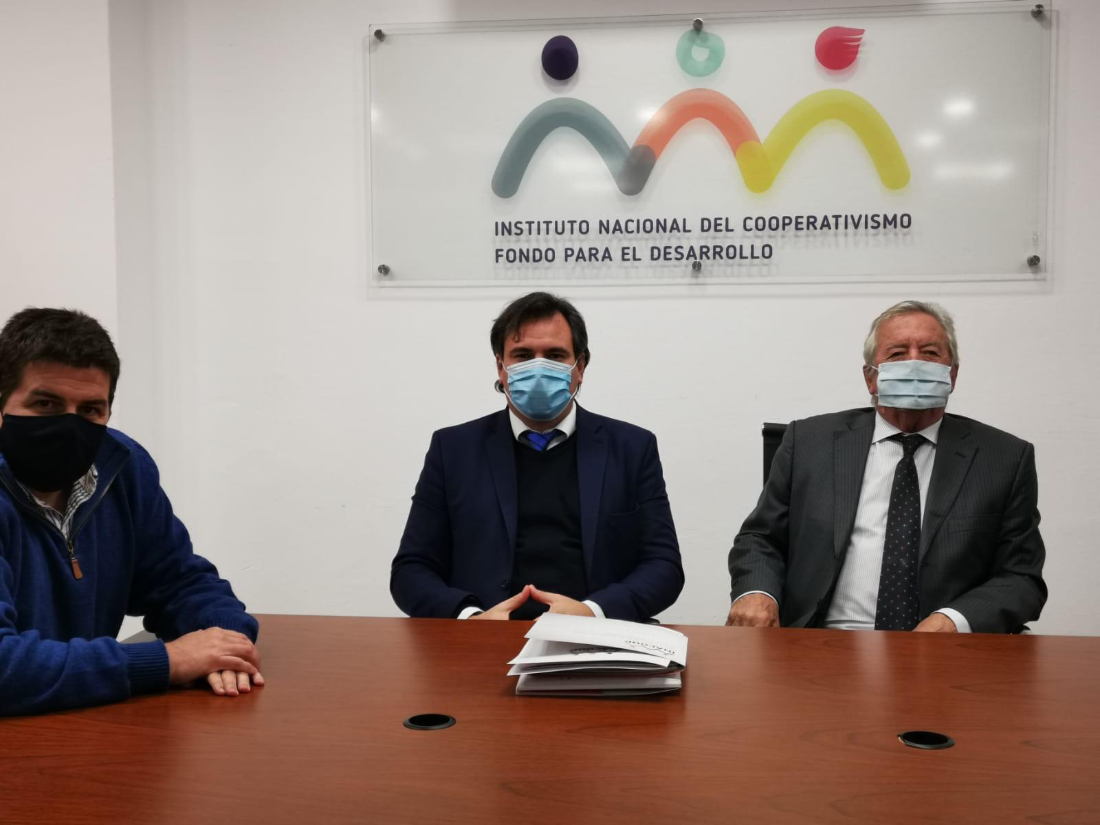 Carlos Moreira y el Diputado Mario Colman, se reunieron con autoridades de Mevir e Inacoop